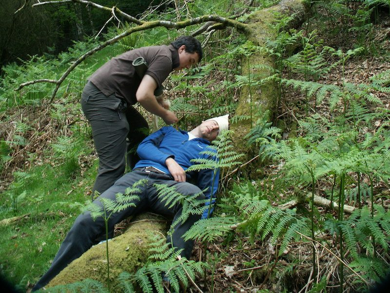 Treating a head injury outdoors